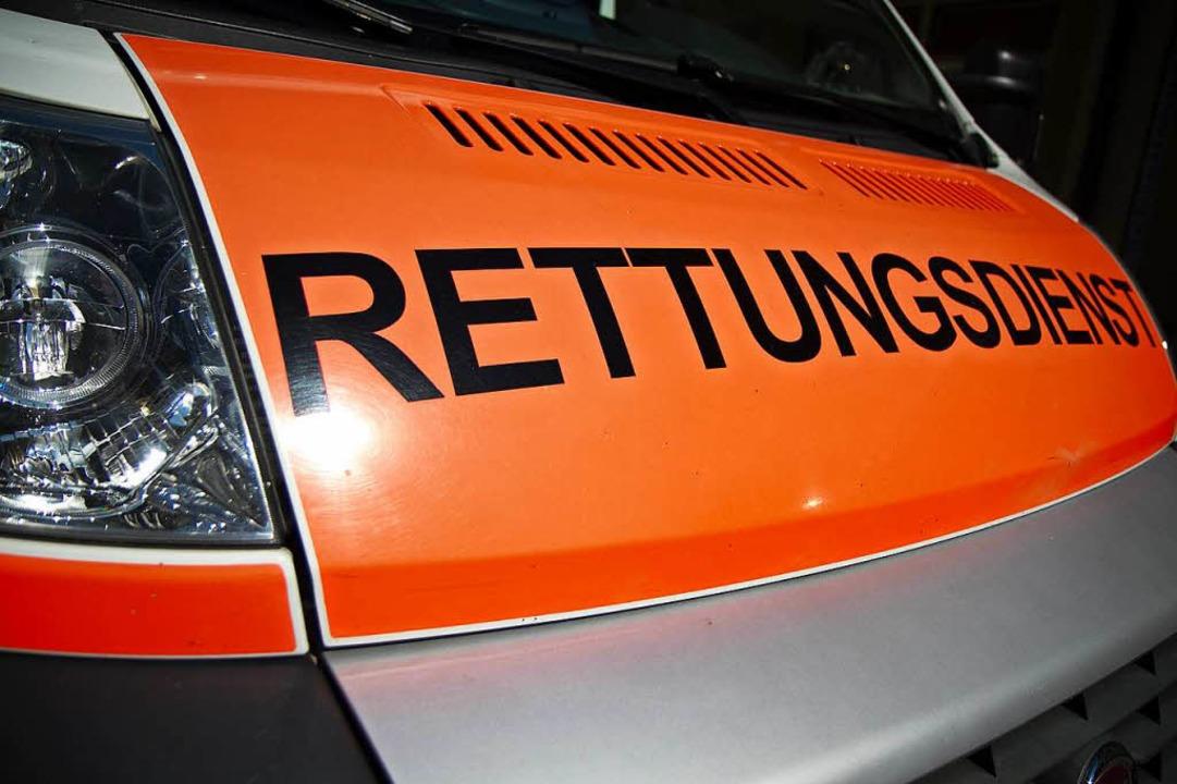 Der Rettungsdienst wurde im Stühlinger...e Polizei um Hilfe rufen (Symbolbild).  | Foto: Daniel Fleig