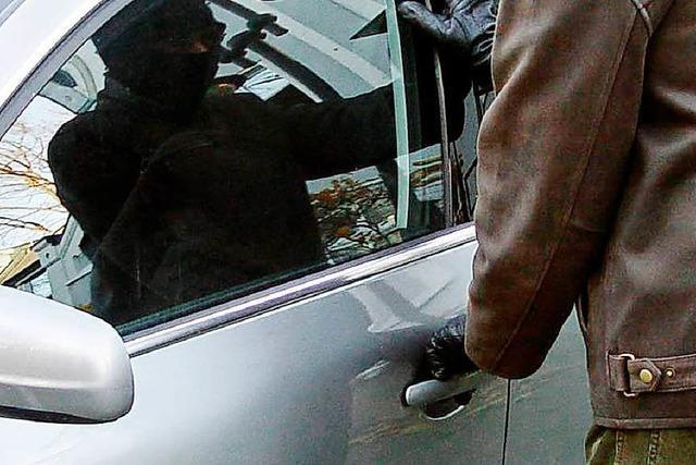 Autoaufbrüche am Isteiner Klotz: Rucksack und Geldbeutel weg