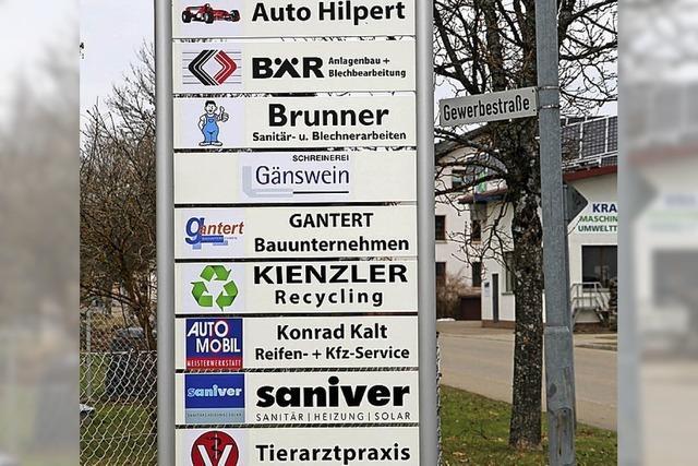 Schild weist Besuchern den Weg