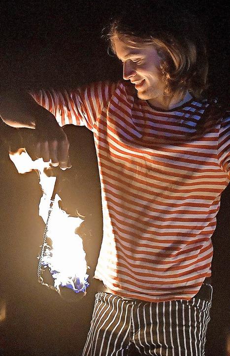 Akrobatik mit offenem Feuer  | Foto: Wolfgang Scheu
