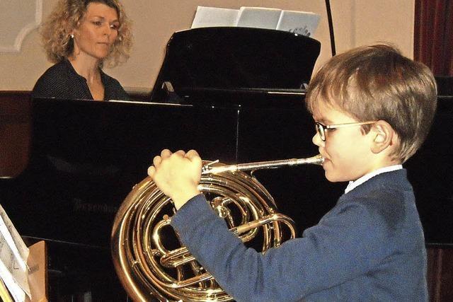 Talentierte Hornisten und vierhändiges Klavierspiel