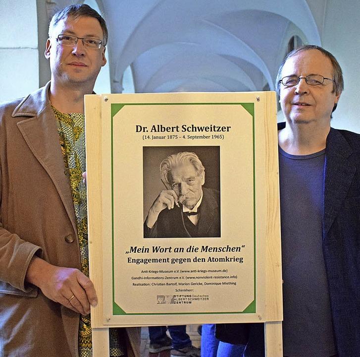 Stefan Walther von der Stiftung Deutsc...tian Bartolf im Kreuzgang des Klosters    Foto: jtr