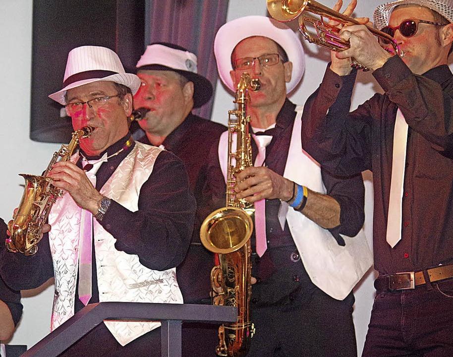 Sie können es noch. Die Revival-Band d...r Guggemusik begeisterte die Besucher.  | Foto: Manuela Schmitt
