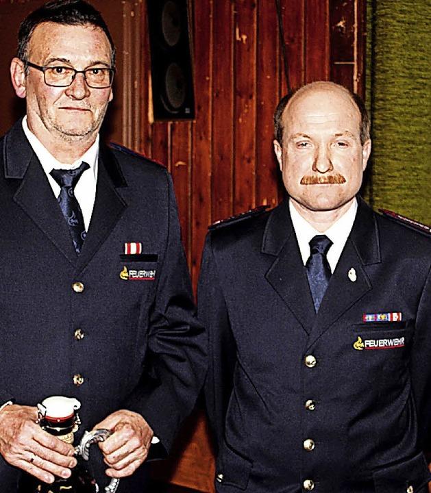 40 Jahre im Dienst ist Jürgen Wagner (...ür ehrte ihn Kommandant Thomas Wagner.  | Foto: Fabry