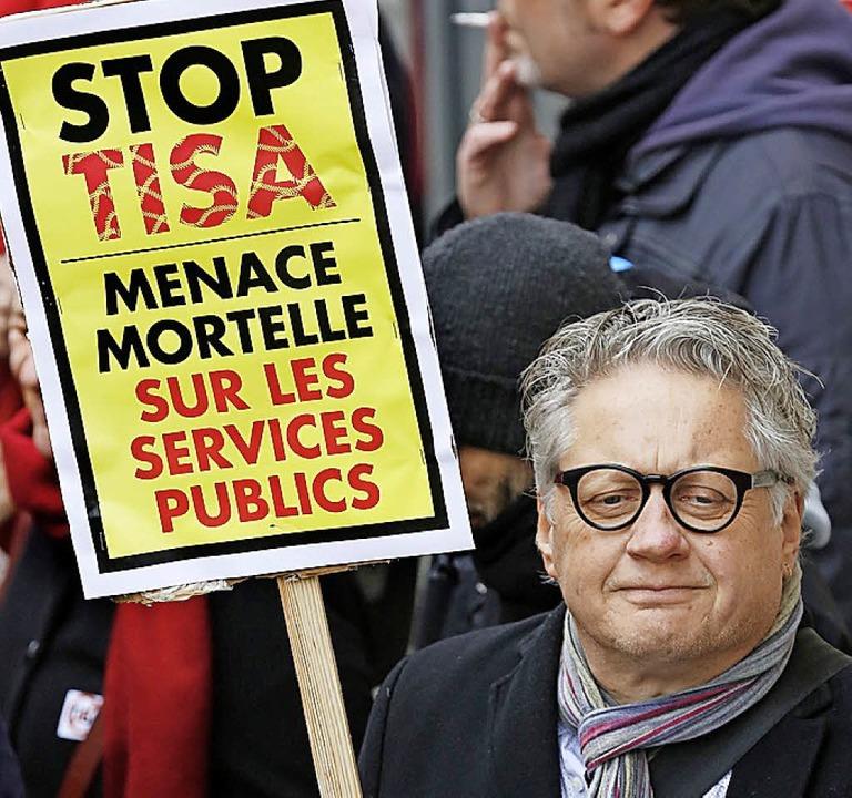 Proteste gegen das TiSA-Abkommen in Genf.   | Foto: dpa