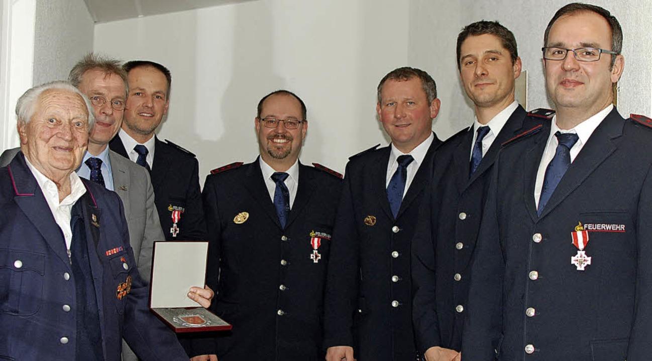 Ehrungen bei der Feuerwehr-Hauptversam...herle, Dominik Scherer und Andre Beck   | Foto: Louis Gross