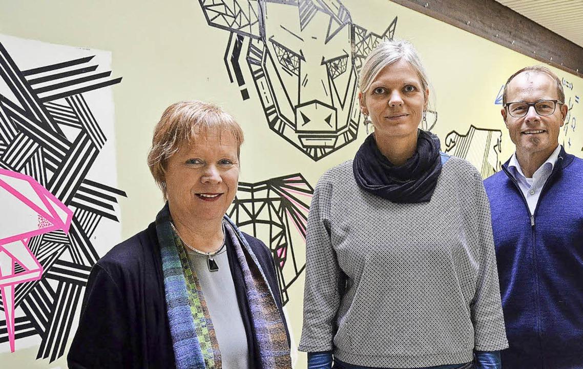 Schulleiterin Christel Bohlen (links),...m Erasmus Gymnasium besser   fördern.     Foto: Max Schuler