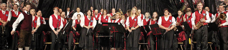 Applaus für die Trachtenkapelle Harthe...s Frieß nach dem erfolgreichen Konzert  | Foto: Otmar Faller