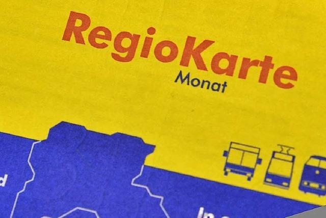 Frau wird mit acht kopierten Regiokarten in der S-Bahn erwischt