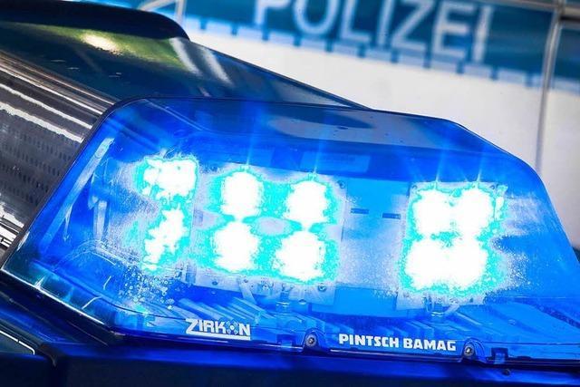 Mitbewohner rufen die Polizei wegen Randalierer