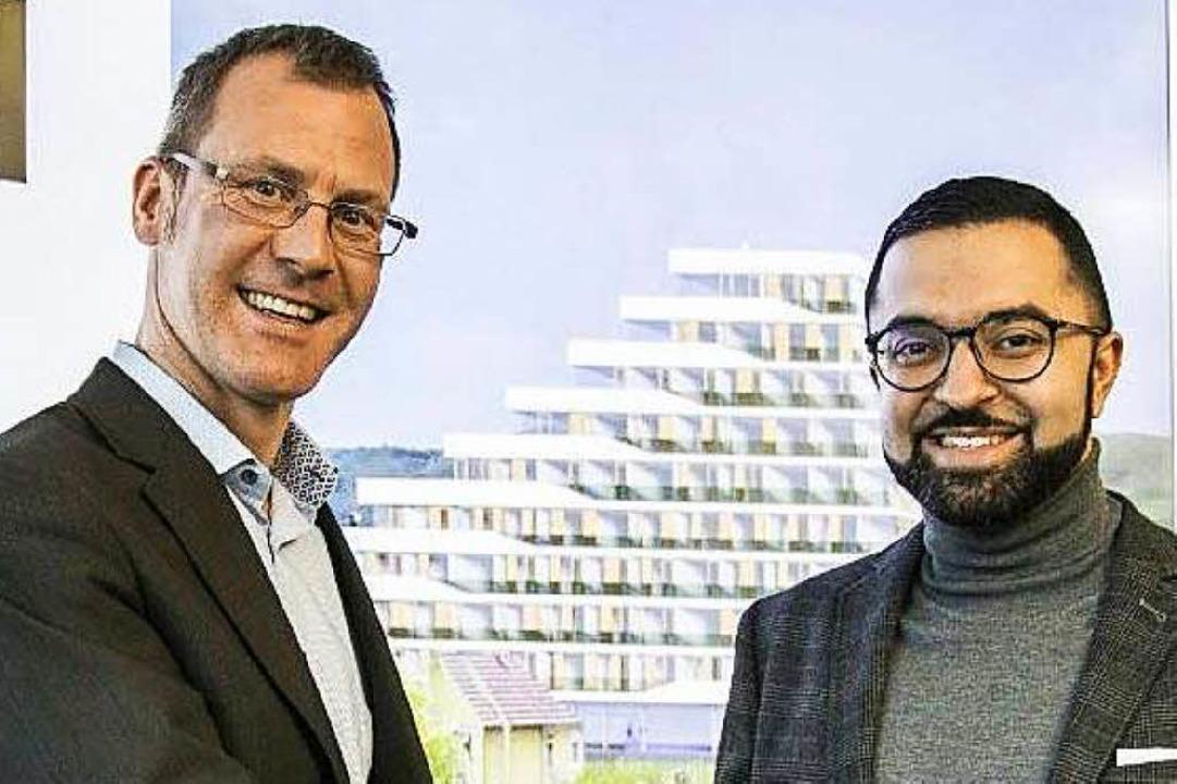 Thomas Asal von Toka und David Etmenan...sierung des geplanten Hotelhochhauses.    Foto: novum hospitality