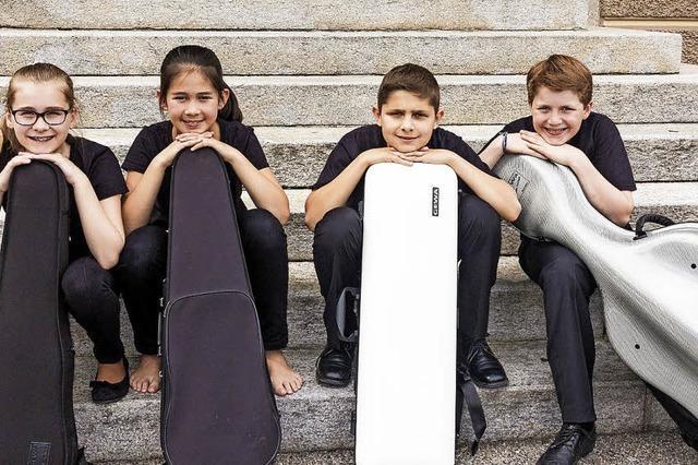 Junge Leute musizieren