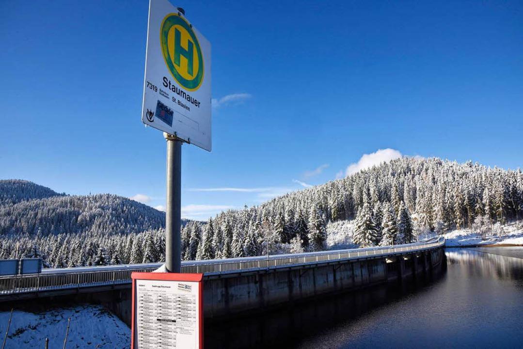 Der Schluchsee – hier die Stauma...eiter Teil des Pumpspeicherkraftwerks.  | Foto: Siegfried Gollrad