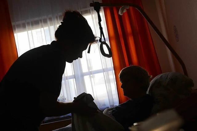 Muss eine ins Heim abgeschobene Tochter für die Pflege der Mutter zahlen?