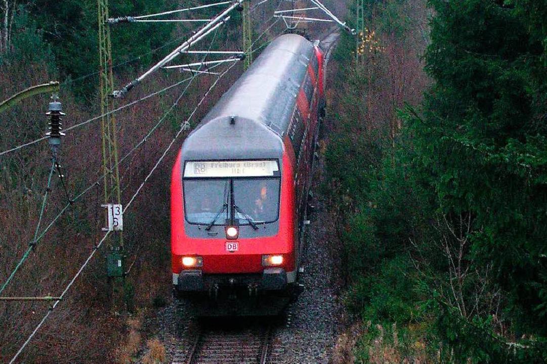 Der Zugverkehr auf der Dreiseenbahn wu...s Friederike vorsorglich eingestellt.   | Foto: Klaiber