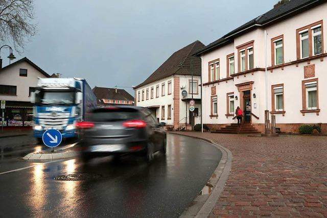 Der erste Blitzer auf der L75 in Ichenheim soll in Nähe Rathaus