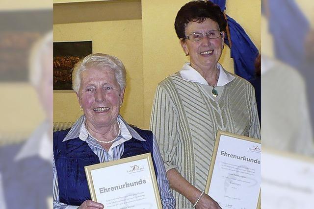 Landfrauen zeichnen treue Mitglieder aus