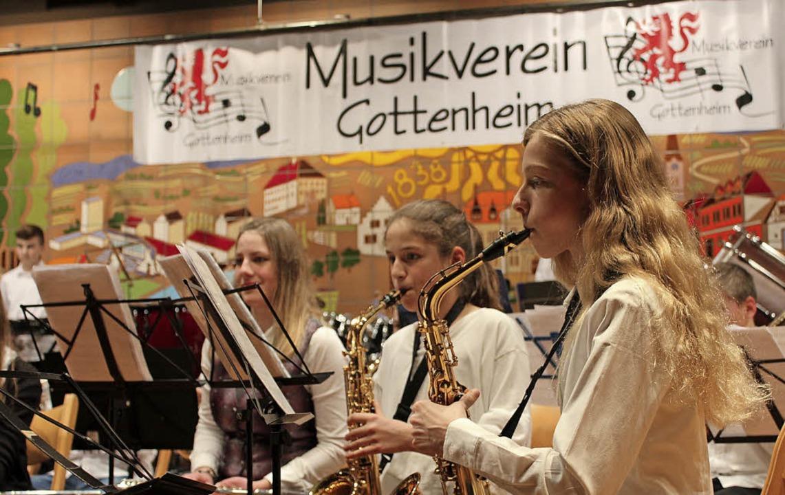 Junge Musiker der Spielgemeinschaft be...ahrskonzert in der Bötzinger Festhalle  | Foto: Mario Schöneberg