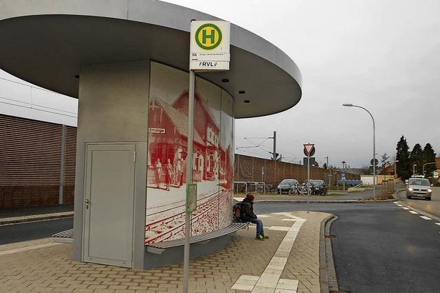 Der Busbahnhof bekommt eine Uhr