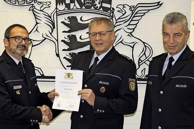 Drei Polizeibeamte gehen in den Ruhestand