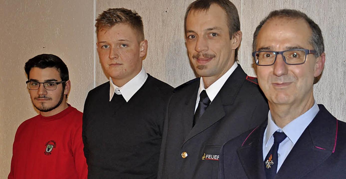 Abteilungskommandant Helmut Zumkehr, M...die Aktivwehr übernommen (von rechts).    Foto: Jutta Schütz