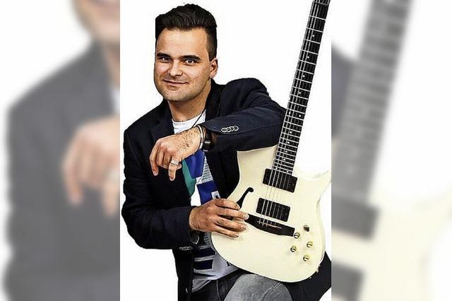 Tamas Ecsi gibt Gitarrenkonzert