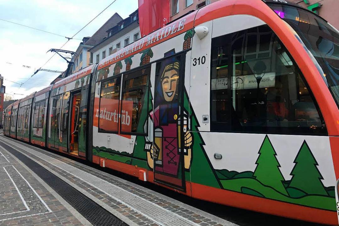 Tram auf Abwegen: mit rund zwanzig Min...nie 4 dann doch am Bertoldsbrunnen an.  | Foto: Carolin Buchheim