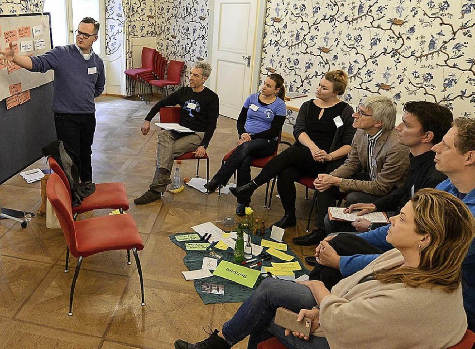 In moderierten Gesprächskreisen ging's  um Bildung, Medien oder Politik.   | Foto: Ingo Schneider