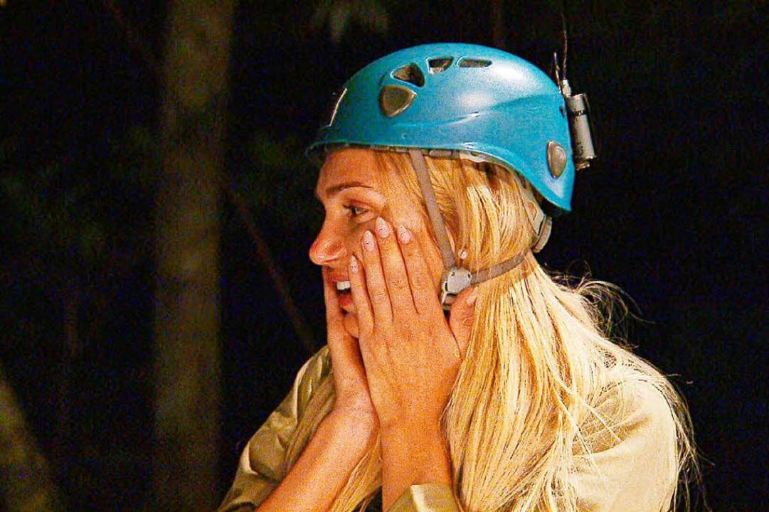 Der harte Weg ins Camp. Giuliana Farfa...inen Sprung ins schwarze Nichts wagen.  | Foto: MG RTL D
