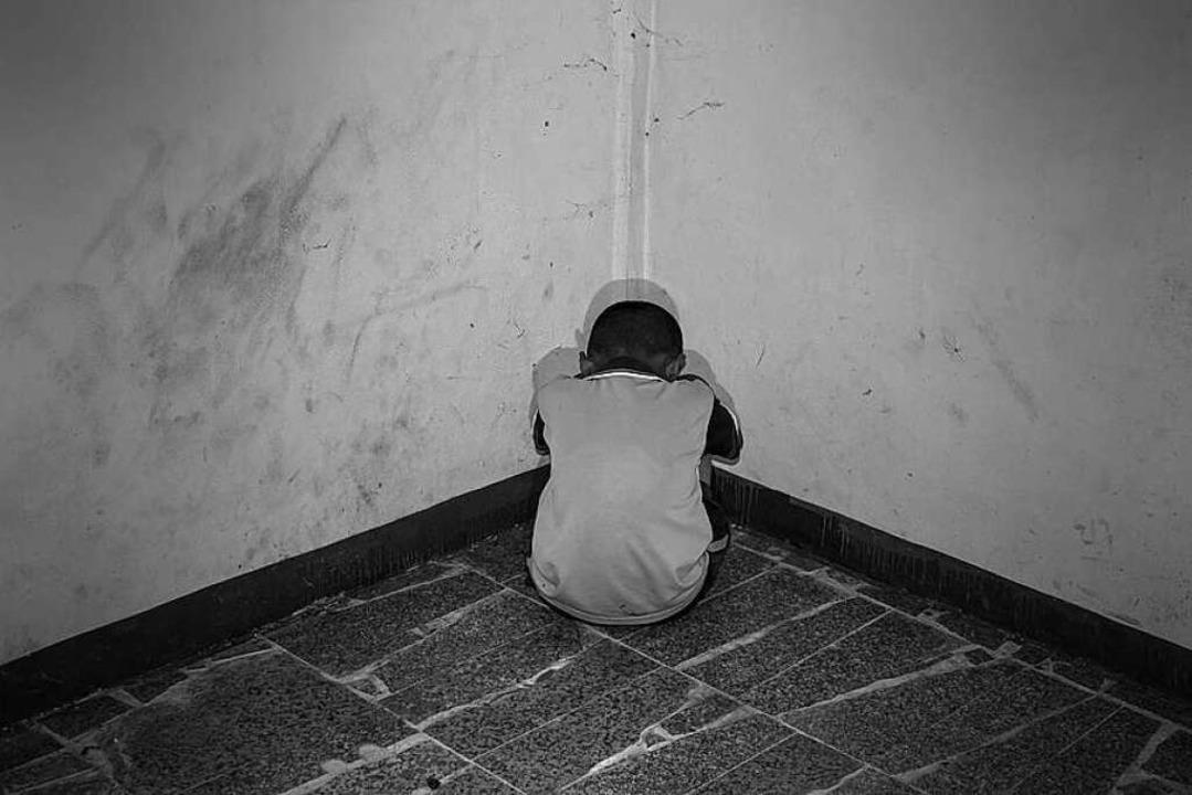 Über einen Zeitraum von zwei Jahren wu...ewaltigt und missbraucht. (Symbolbild)  | Foto: yupachingping/Fotolia.de