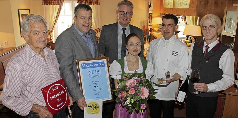 Freuen sich über die Auszeichnung für ...ie Restaurantleiter Jörg Kallnischkies  | Foto: Schöneberg