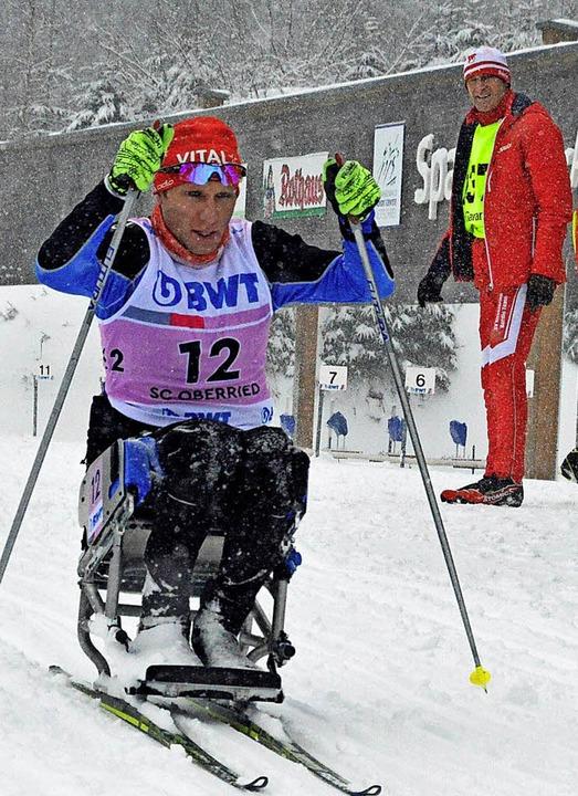 Auf der Strecke musste Benjamin Rudige...11; und das alles mit seiner Armkraft.  | Foto: Gerhard Lück