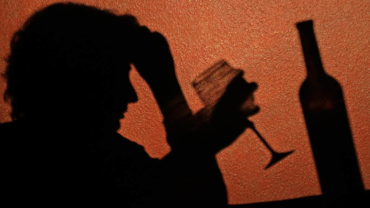 Alkoholabhängige und deren Angehörige ...gruppen in Endingen weiterhin  Hilfe.   | Foto: DPA