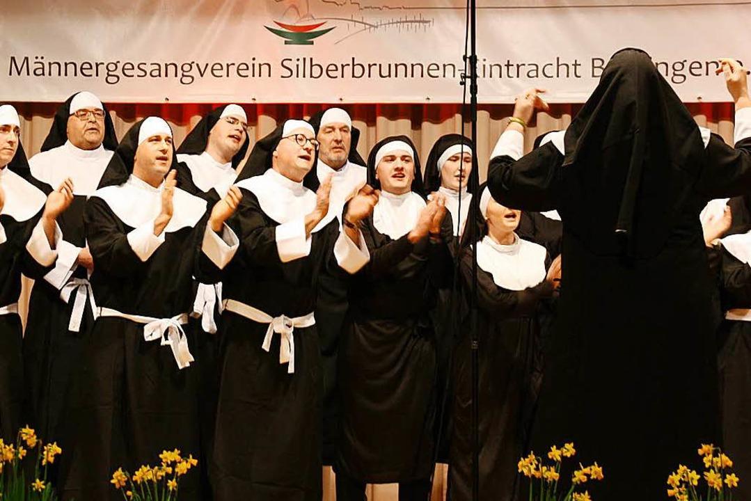 <ppp> dann rocken die Nonnen des Musik...ung von Schwester Oberin Katrin Osner.  | Foto: Christiane Franz