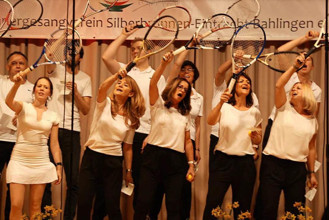 Schwungvoll kam der Chor des Tennisclubs daher.  | Foto: Christiane Franz