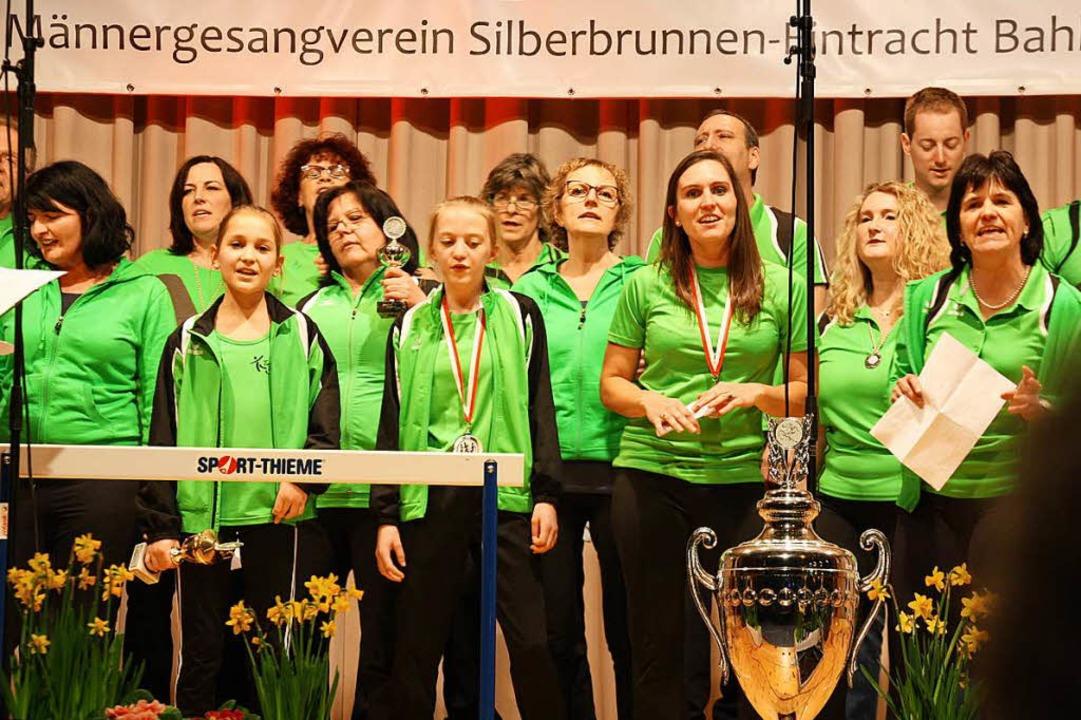 Chorgesang und Turneinlagen gab es vom Turnverein Bahlingen  | Foto: Christiane Franz