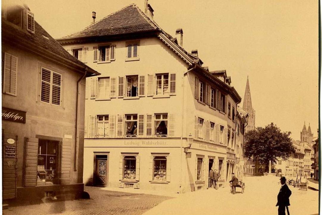 Aus den 1880er Jahren stammt dieses Bi... auf die damalige Drogerie Waldschütz.    Foto: Hans-Jürgen Oehler