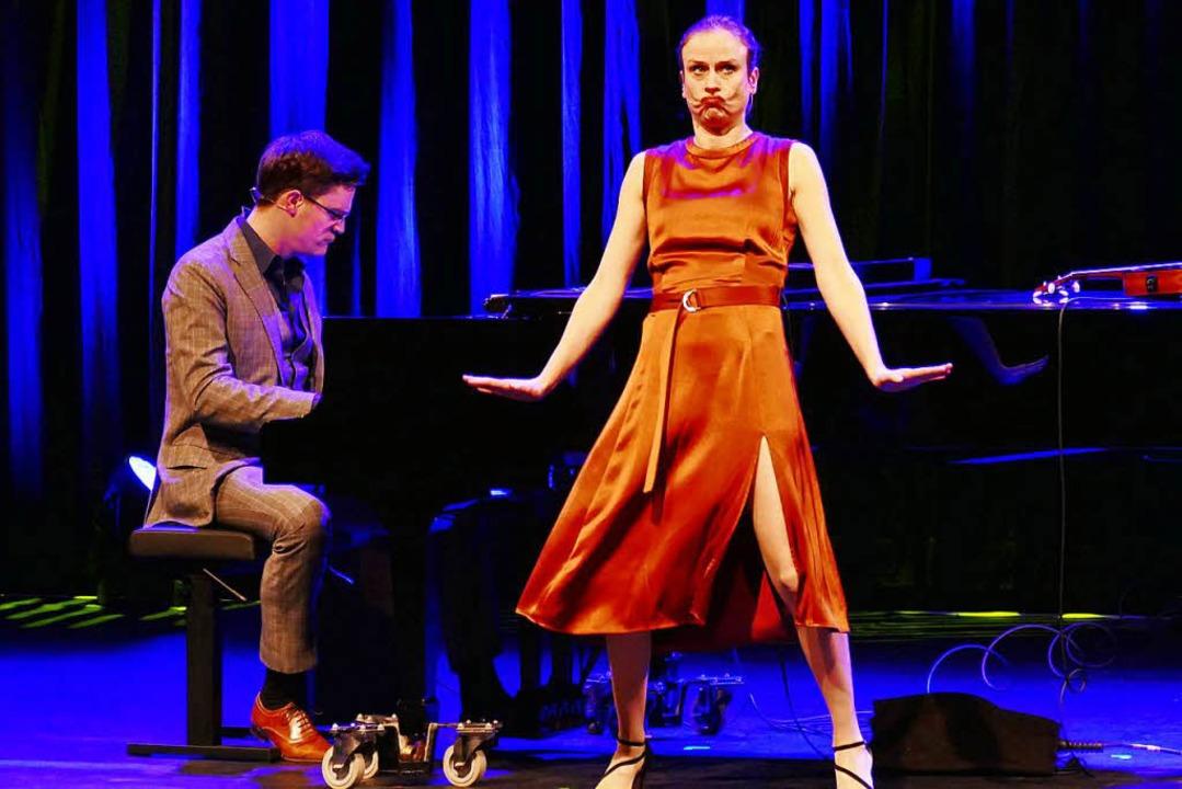 Die Kabarettistin und Sängerin Melanie Haupt und der Pianist Bodo Wartke   | Foto: Wolfgang Grabherr