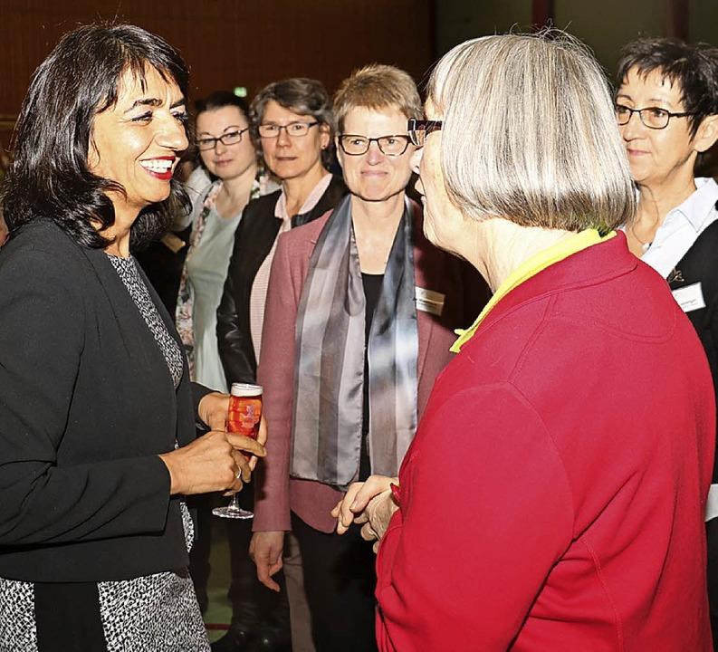 Muhterem Aras im Gespräch mit  Landfrauen in Bötzingen   | Foto: Christa Rinklin