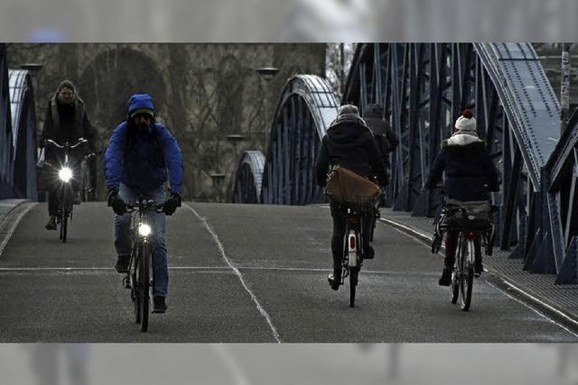 Bei einer Stichprobe war ein Drittel aller Radler ohne korrektes Licht unterwegs