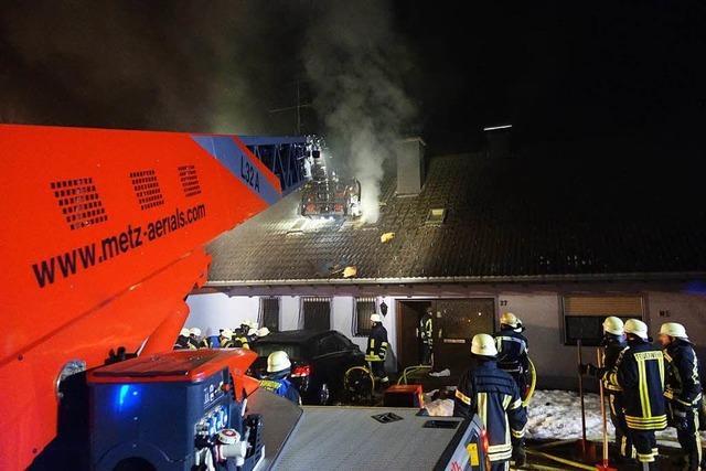 Nachbar rettet 57-jährige Frau aus brennendem Dachgeschoss