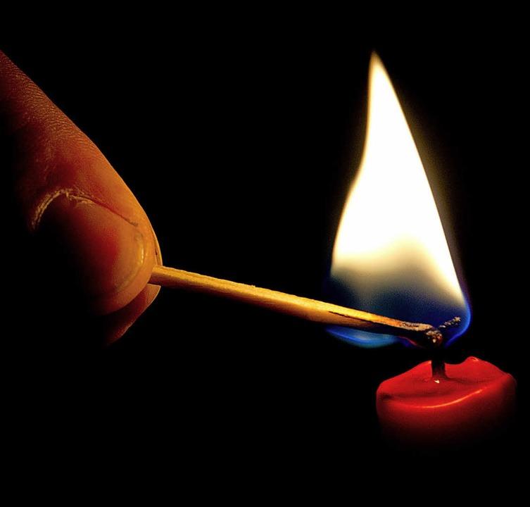 In St. Märgen mussten  die Menschen of...trom wieder einmal der Strom ausfiel.   | Foto: dpa