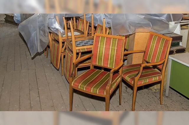 Mobiliar vom Sitzungssaal wird verkauft