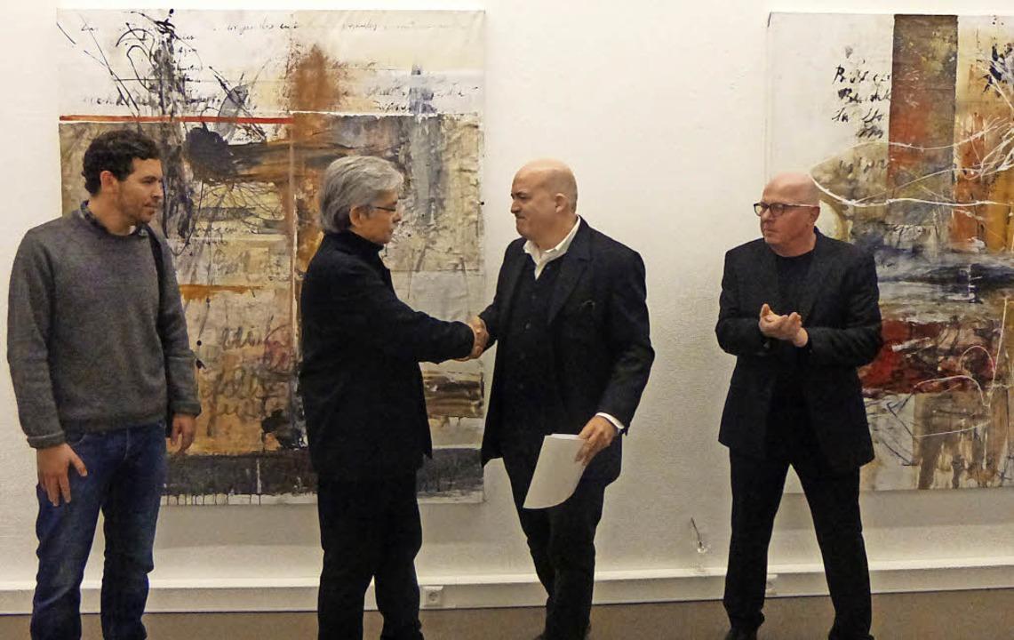 Bei der Vernissage trafen sich (von li...usherr und Galerist Manfred Kluckert.   | Foto: Anne Freyer
