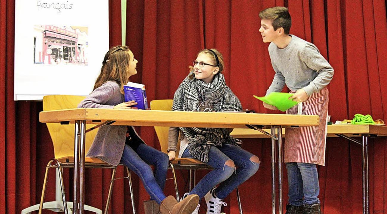 Schüler des Martin-Schongauer-Gymnasiu...nzösischen Freundschaft auf die Bühne.  | Foto: Joshua Kocher