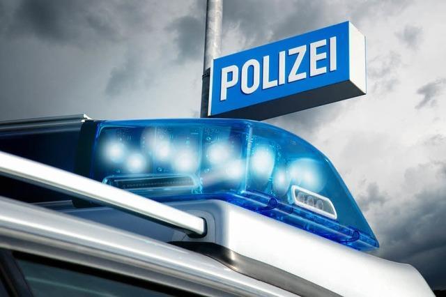 Polizeiauto beschädigt – Verursacher begeht Fahrerflucht