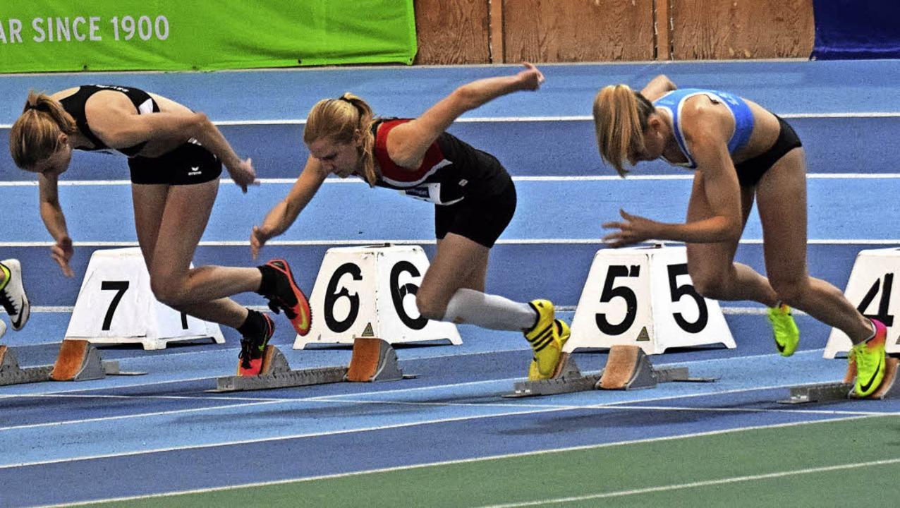 Explosiver Start:  Kerstin Bolz (Mitte) beim 60-Meter-Lauf  der Frauen    Foto: Ottmar Heiler