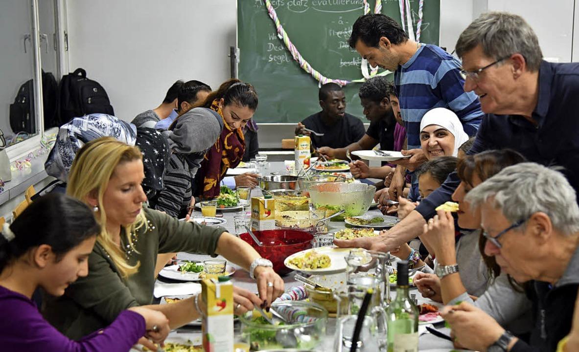 Gemeinsam gekocht schmeckt das Essen gleich doppelt so gut.   | Foto: Martin Eckert
