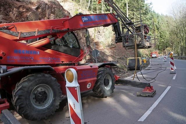 B 415 wird gegen Steinschlag gesichert