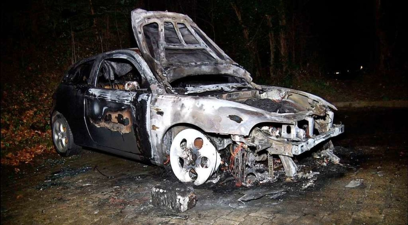Völlig ausgebrannt. Der Alfa Romeo, de...Kippenheim in Flammen aufgegangen war.  | Foto: Wolfgang Künstle